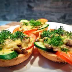 Сытный завтрак — бутерброды с грибами