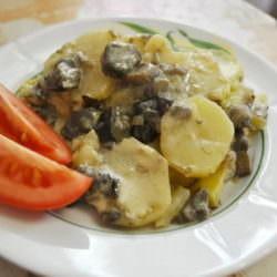 Картофель с грибами в нежном соусе — фоторецепт
