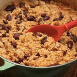 Постное блюдо: рис с фасолью и грибами