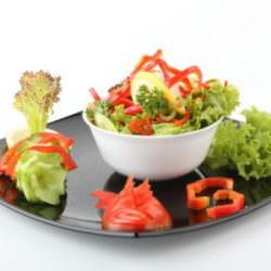Оригинальный диетический салат «7 кубиков»