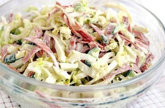 Салат из свежей капусты и мяса