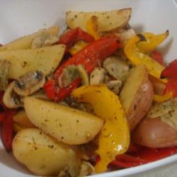 Картофель с грибами и овощами